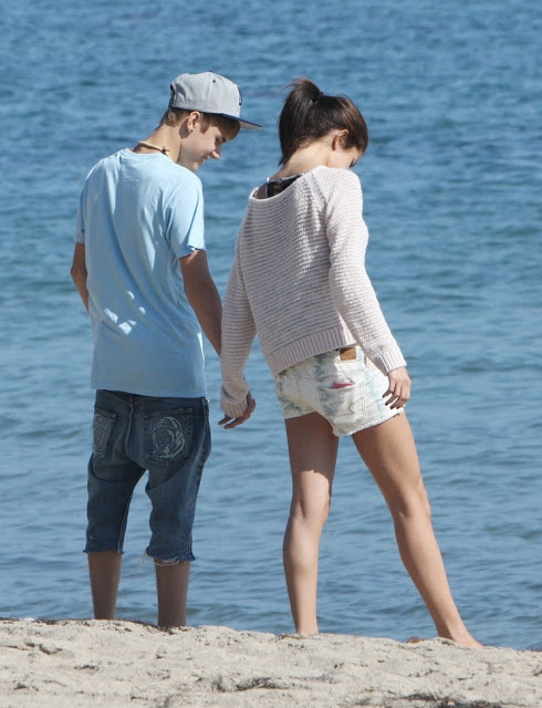 girls hot media justin bieber and selena gomez kissing on