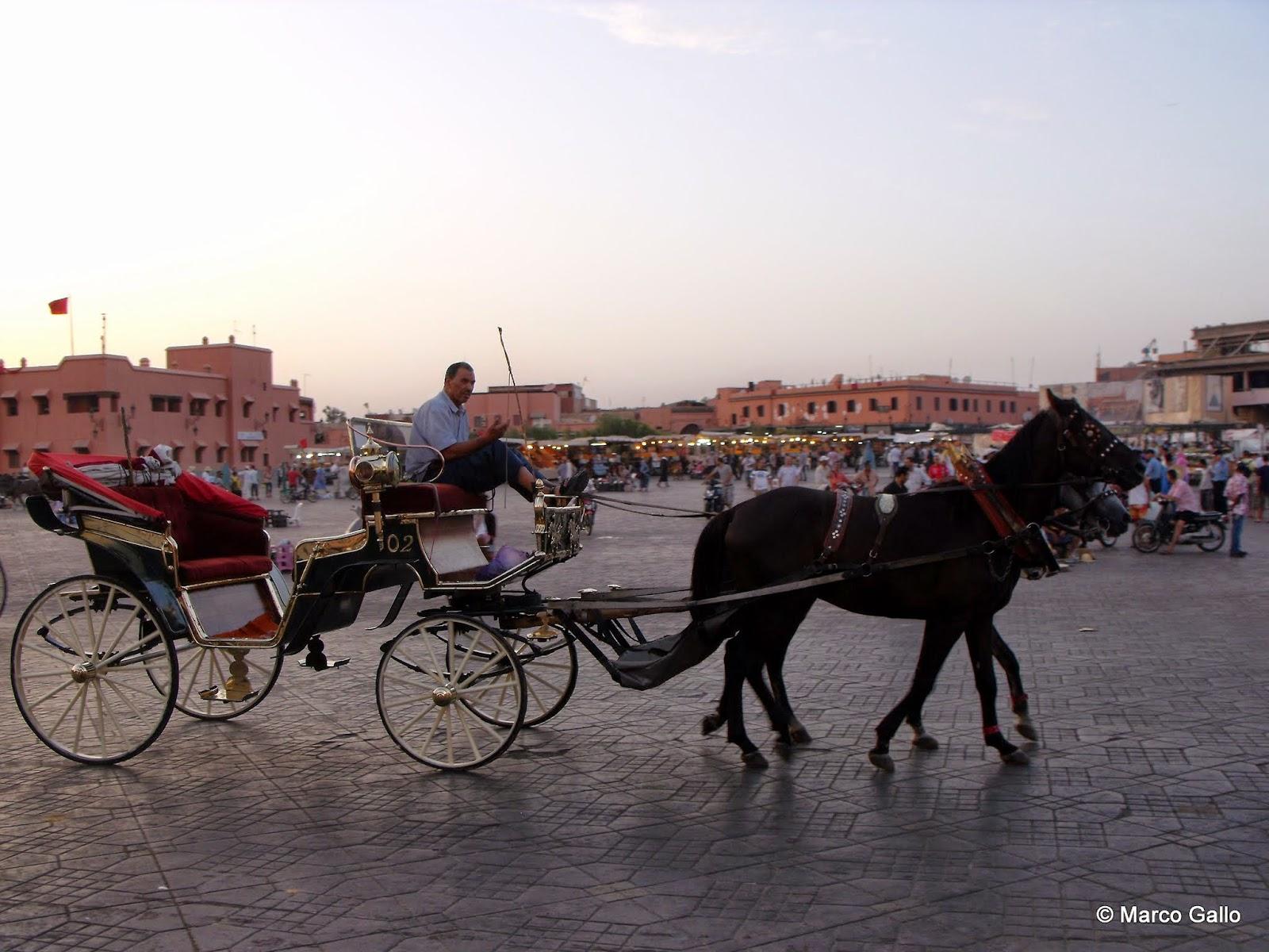 Vivir viajando: Plaza Djemaa el Fna. Marrakech. Marruecos.