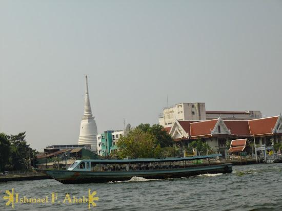 A boat cruising down Chao Phraya River, Bangkok