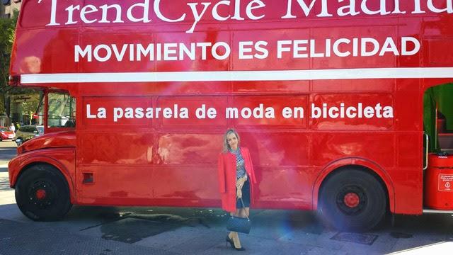 Lady Trends pasarela de moda en bici