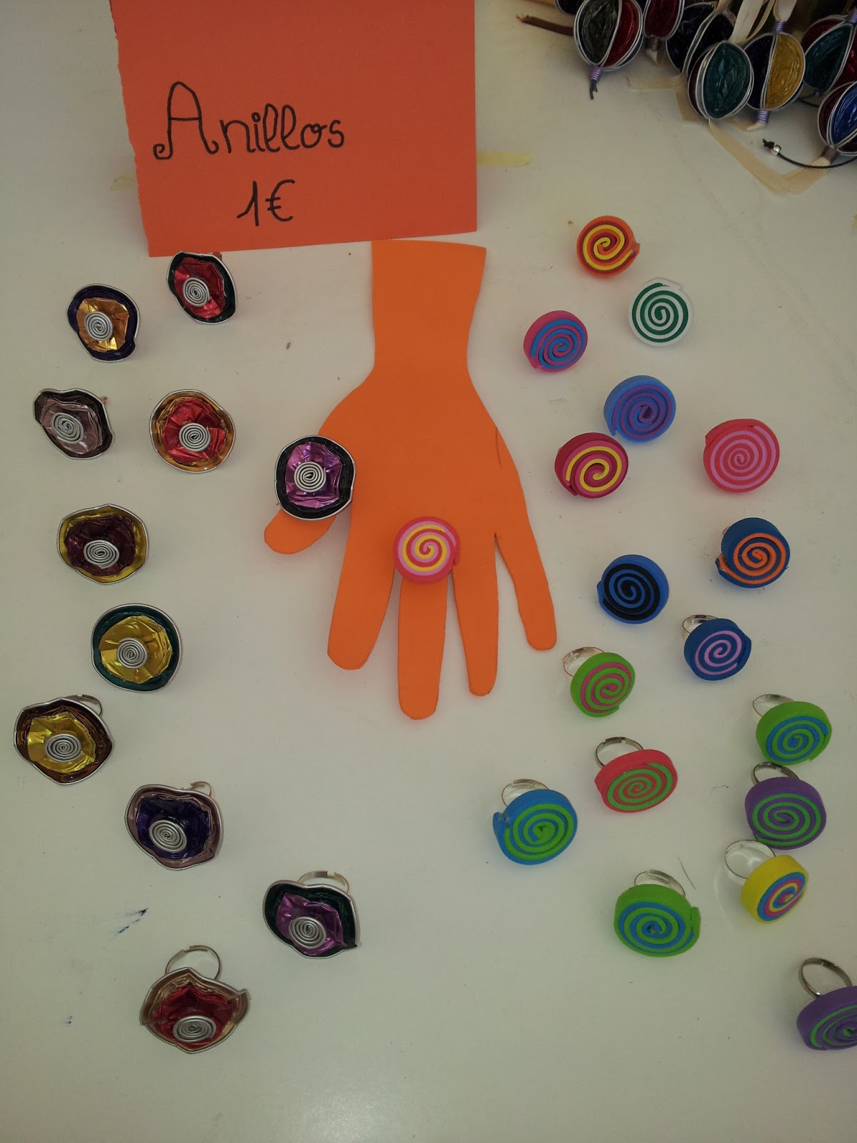 Semana solidaria y diy un vestidor con ideas for Como hacer pulseras de goma eva
