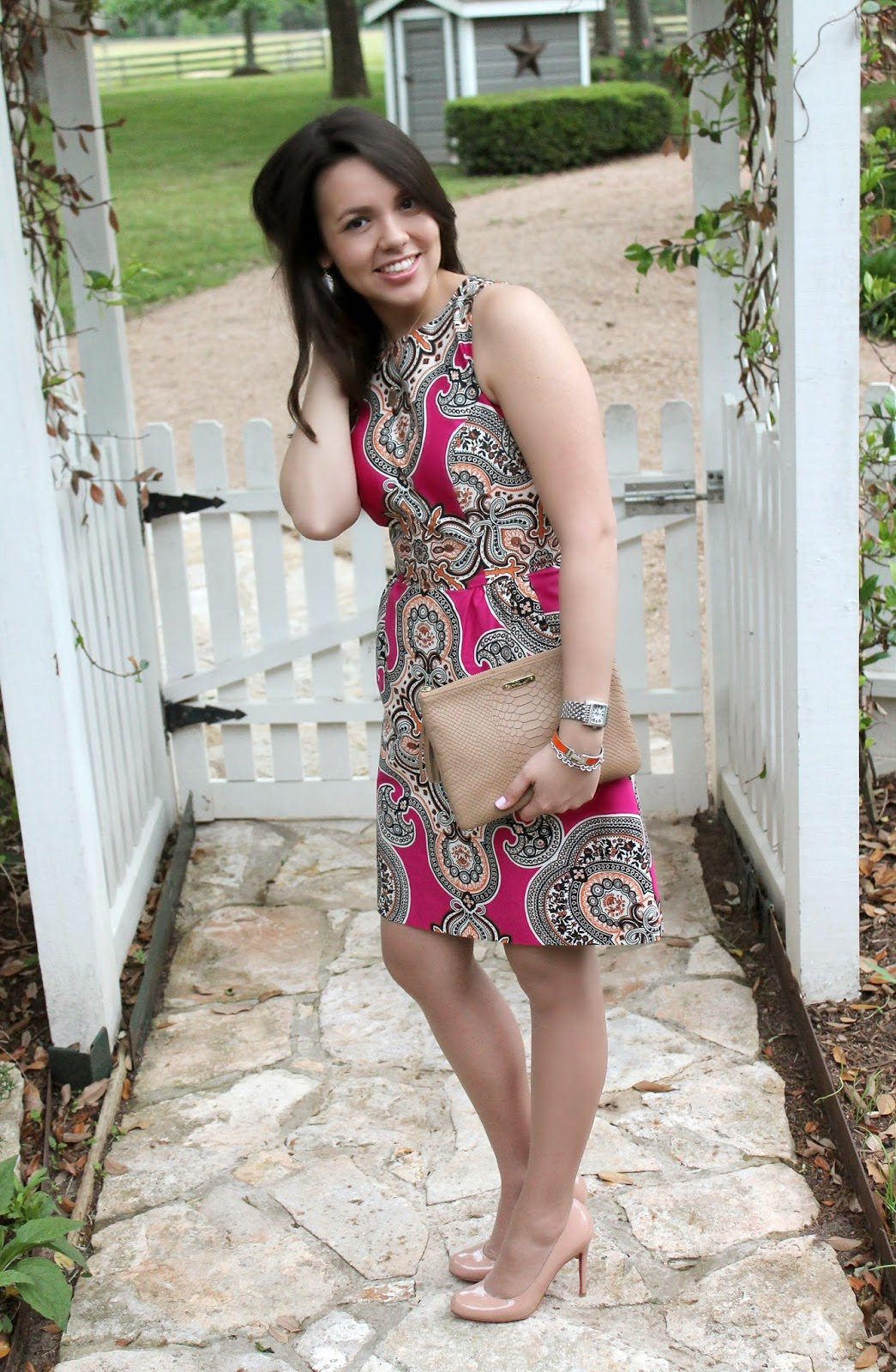 Houston-based style blogger Adored by Alex shares how to style a paisley shift dress for Spring or Summer. Check it out here!