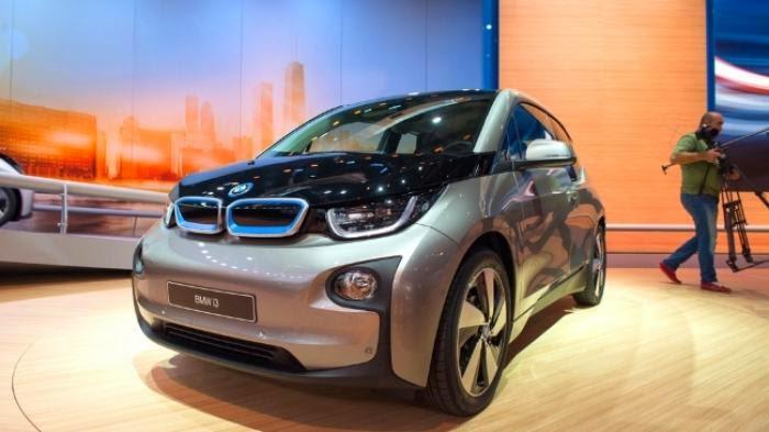 Mobil BMW Terbaru Bisa Parkir Sendiri