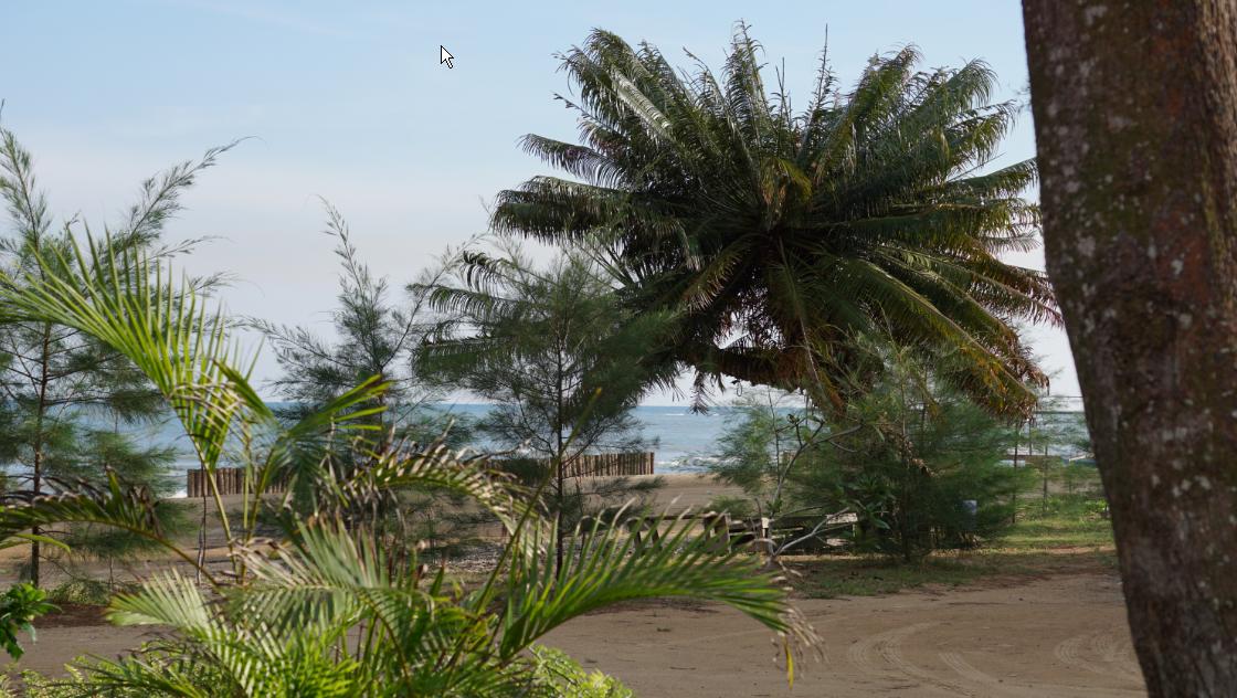 Keindahan Pantai Wisata Lamaru