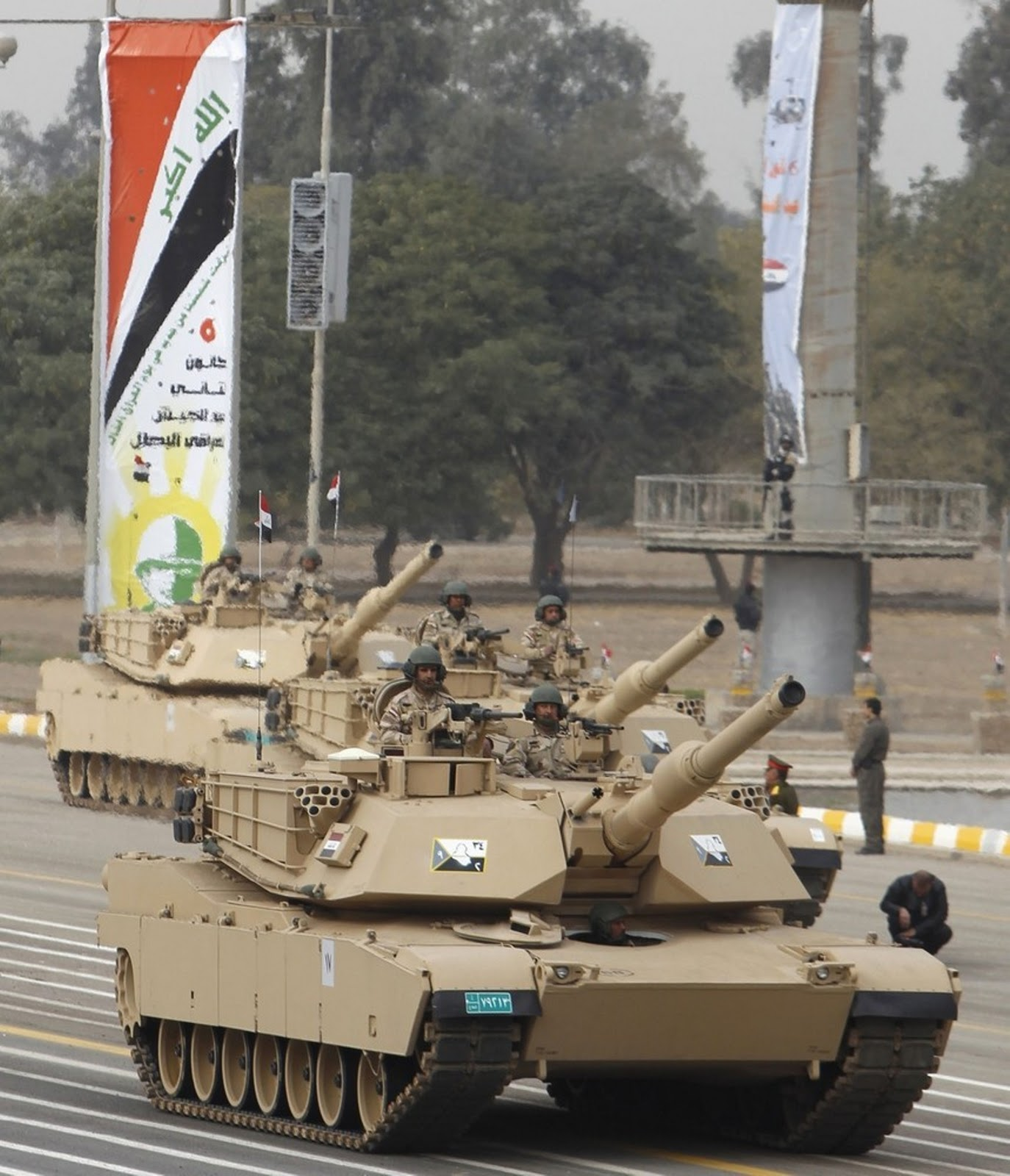 Armée Irakienne Iraqi+Army+soldiers+are+seen+on+M1A1+Abrams+third-generation+main+battle+tank+produced+in+the+United+States+at+the+Monument+of+the+Unknown+Soldier+during+the+Army+Day+celebrations+in+Baghdad%252C+%25281%2529