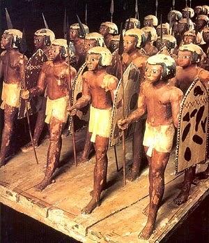 ماكت خشبى لفرقة من المشاة من النوبيين من عصر الاسرة11 بالمتحف المصرى