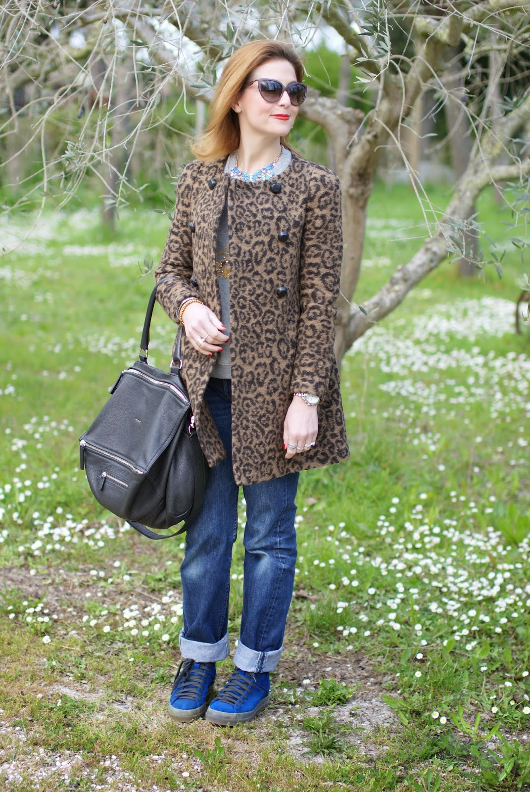 comfortable outfit, leopard print coat, Levi's 501 high waisted, Givenchy Pandora, Fashion and Cookies, fashion blogger