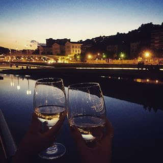 Anocheciendo en Bilbao