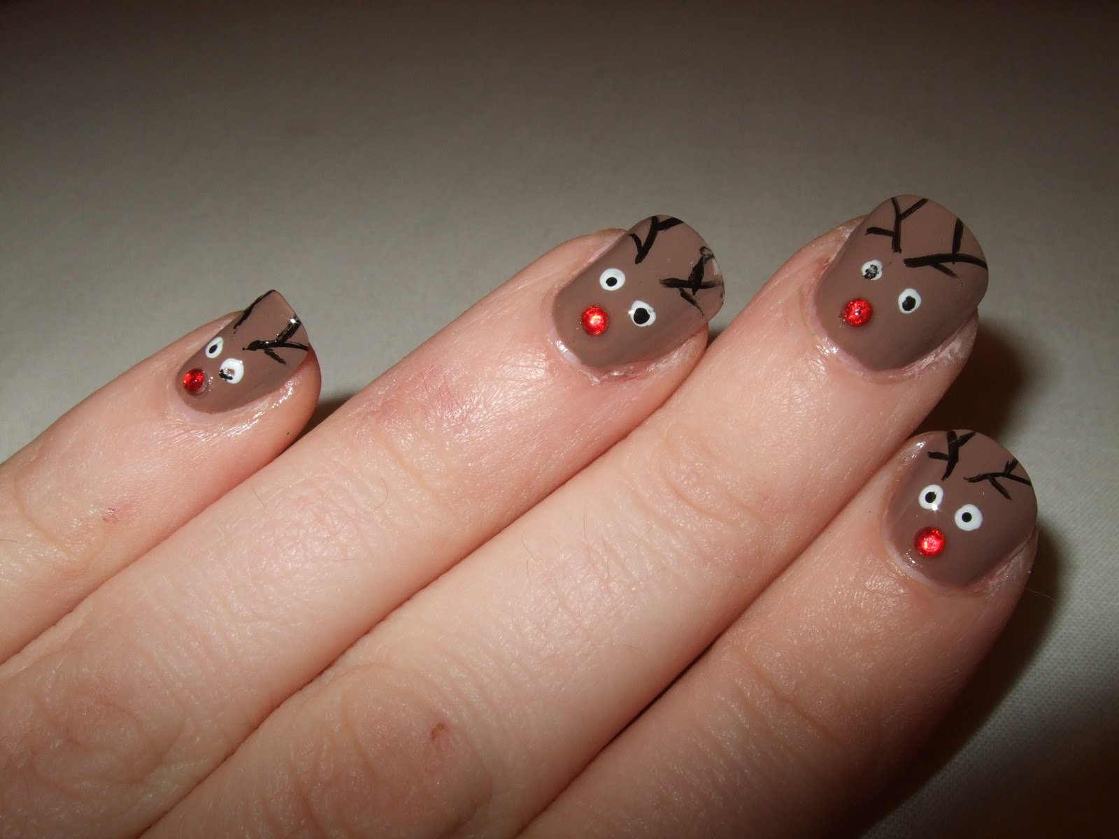 Oooooh pretty christmas nails reindeers this is my favourite christmas nail design this year it is a reindeer nail design and even if i do say so myself i think its sooooo cute prinsesfo Images
