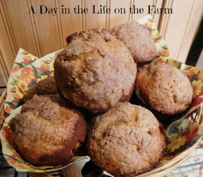 ... in the Life on the Farm: Pumpkin Apple Streusel Muffins #MuffinMonday