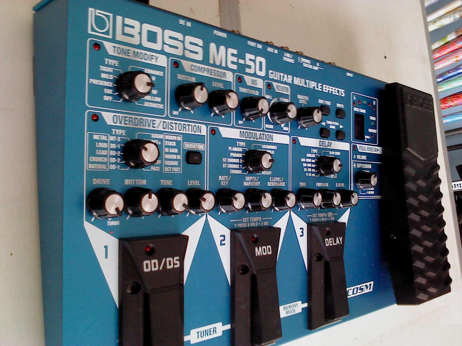 Baru guitar multiple effects BOSS ME 50 Adaptor Rp 2 juta