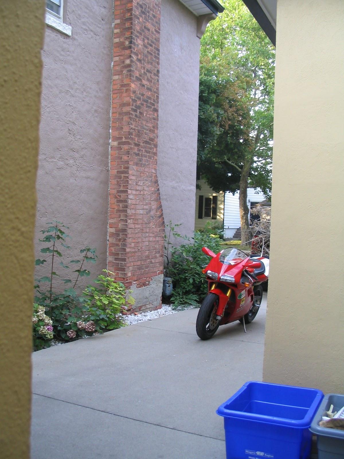 Ducati 916 Driveway