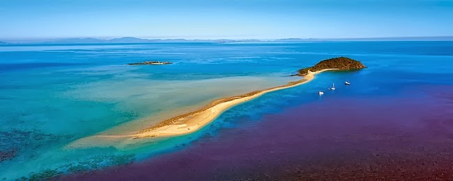 Wonderful Queensland island and Beautiful Coral Reefs