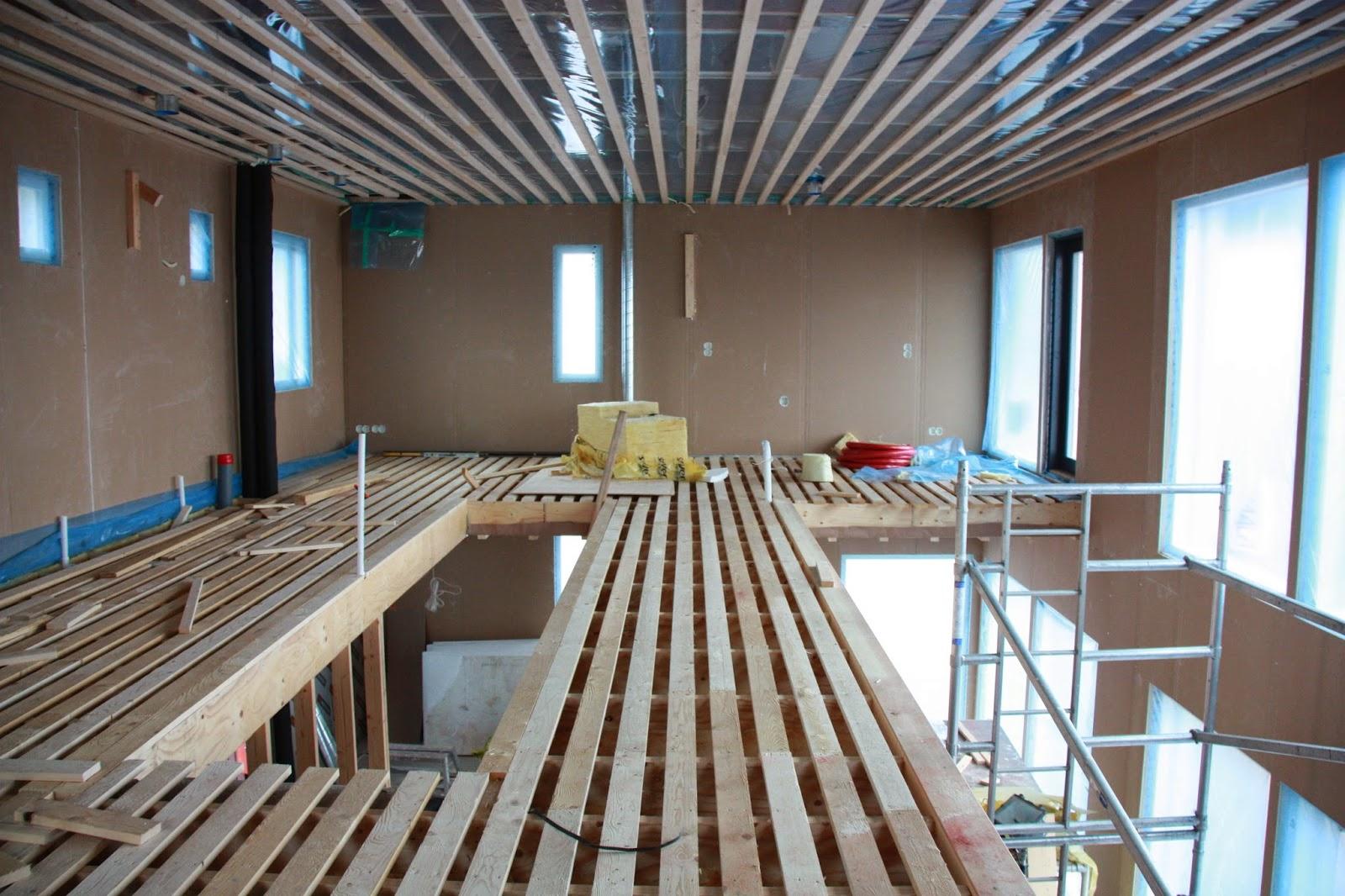 Puuta ja kiveä -raksablogin makuuhuone ja vaatehuone yläkerrassa.