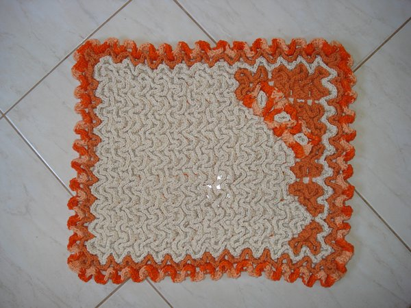 Tapete Crochê Elegante em barbante na cor crua e laranja. Lindo!!!