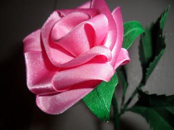 Rosa feita com fita