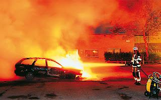 Όσες χώρες της Ευρώπης δέχτηκαν μουσουλμάνους μετανάστες τώρα καίγονται από τους ευεγερτημένους. Το «σουηδικό μοντέλο»... φλέγεται στα φτωχά προάστια
