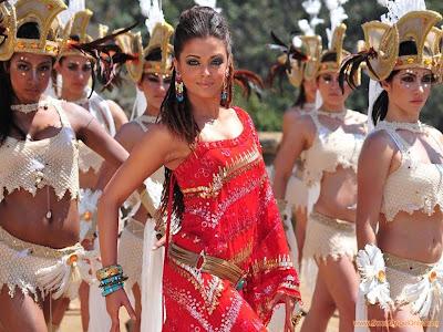 aishwarya_rai_in_red_sari