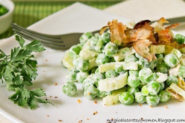 Салат из сыра с зелёным горошком