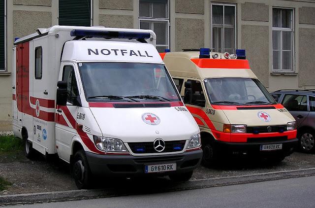 Gambar Mobil Ambulance 05