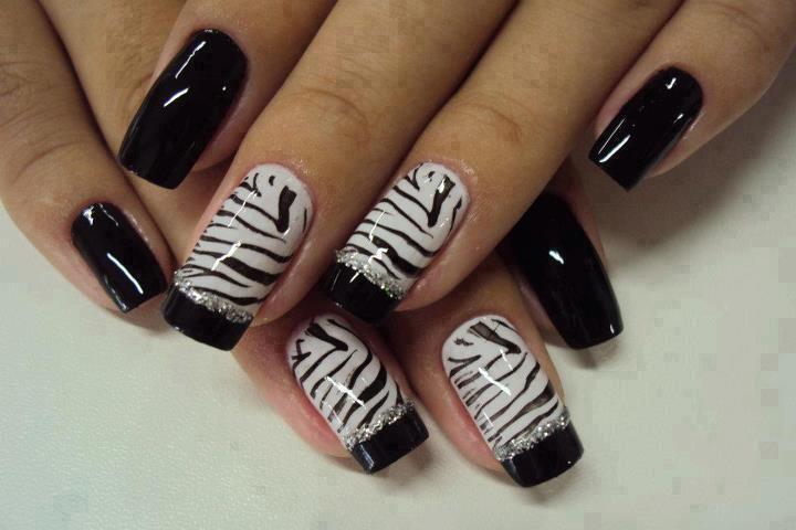 Decoración de uñas elegantes , cebras blanco y negro
