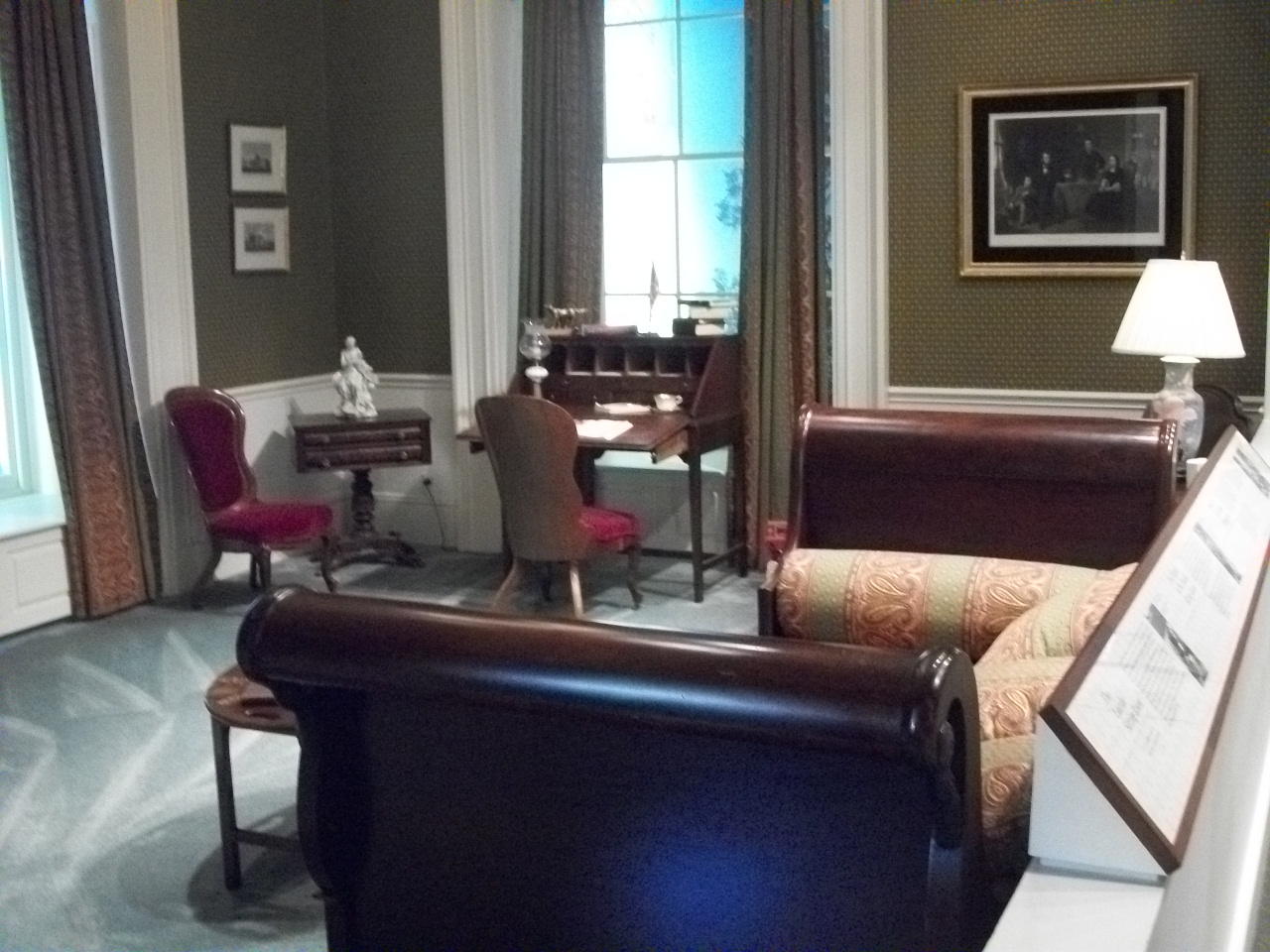 nixon oval office. most presidential libraries have replicas of the presidents oval office nixon wanted a replica linocln sitting room instead