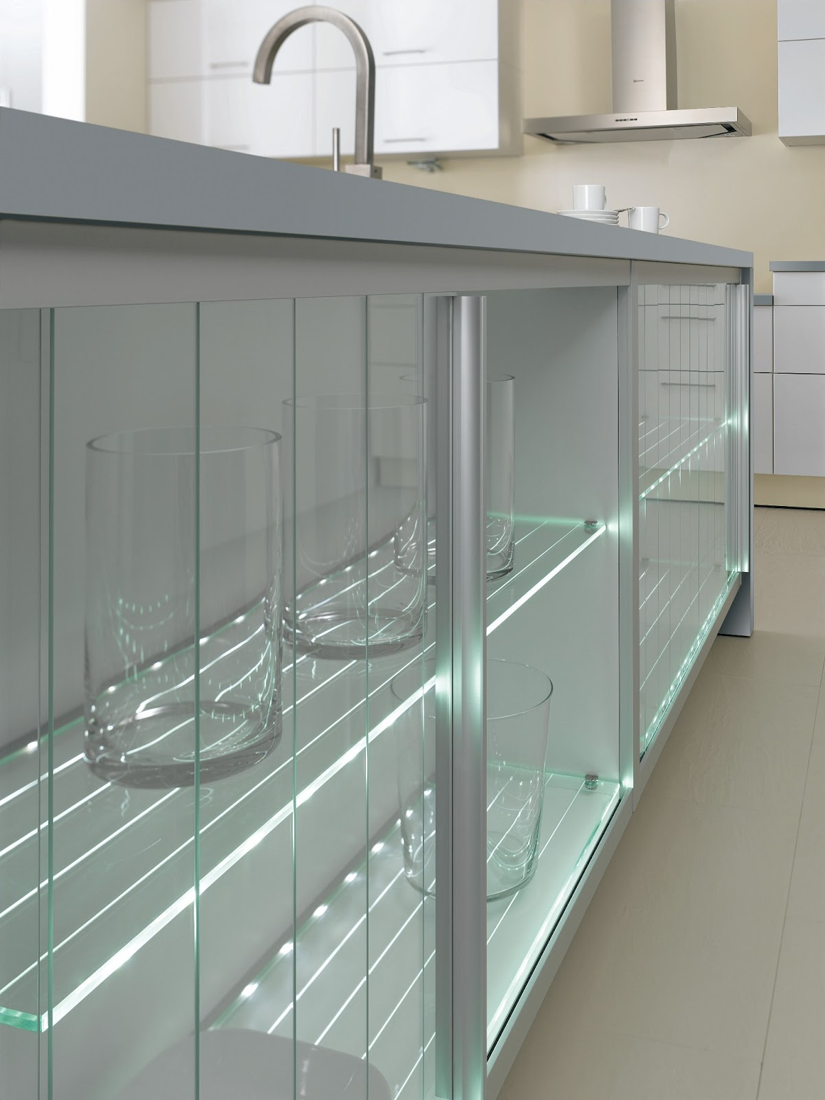 cuisine moderne blanche avec clairage design. Black Bedroom Furniture Sets. Home Design Ideas