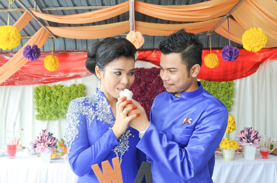 Royal Wedding Dresses For Rent : Nak kaweng wedding dress for rental royal blue