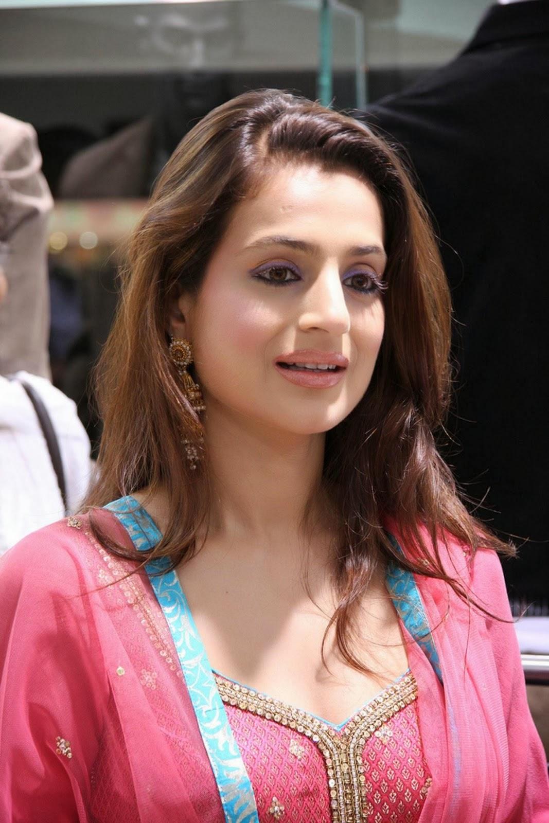 Ameesha Patel Hot Look Photos Images Download