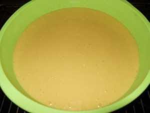 verter la mezcla de todos los ingredientes en un molde.