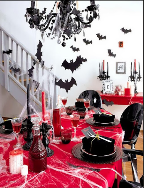 Vampire Bite Night party table idea