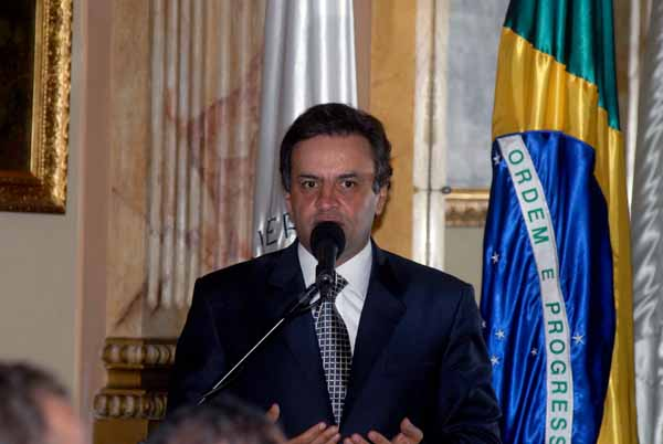 Senador Aécio Neves, carteira habilitação vencida, bafômetro, Lei Seca