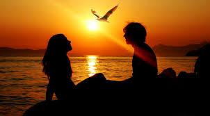 GAMBAR ROMANTIS DI PANTAI Sepasang Kekasih Penuh Cinta