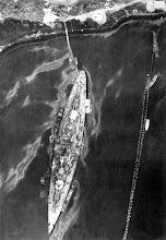 Vista aerea del Tirpitz en un fiordo