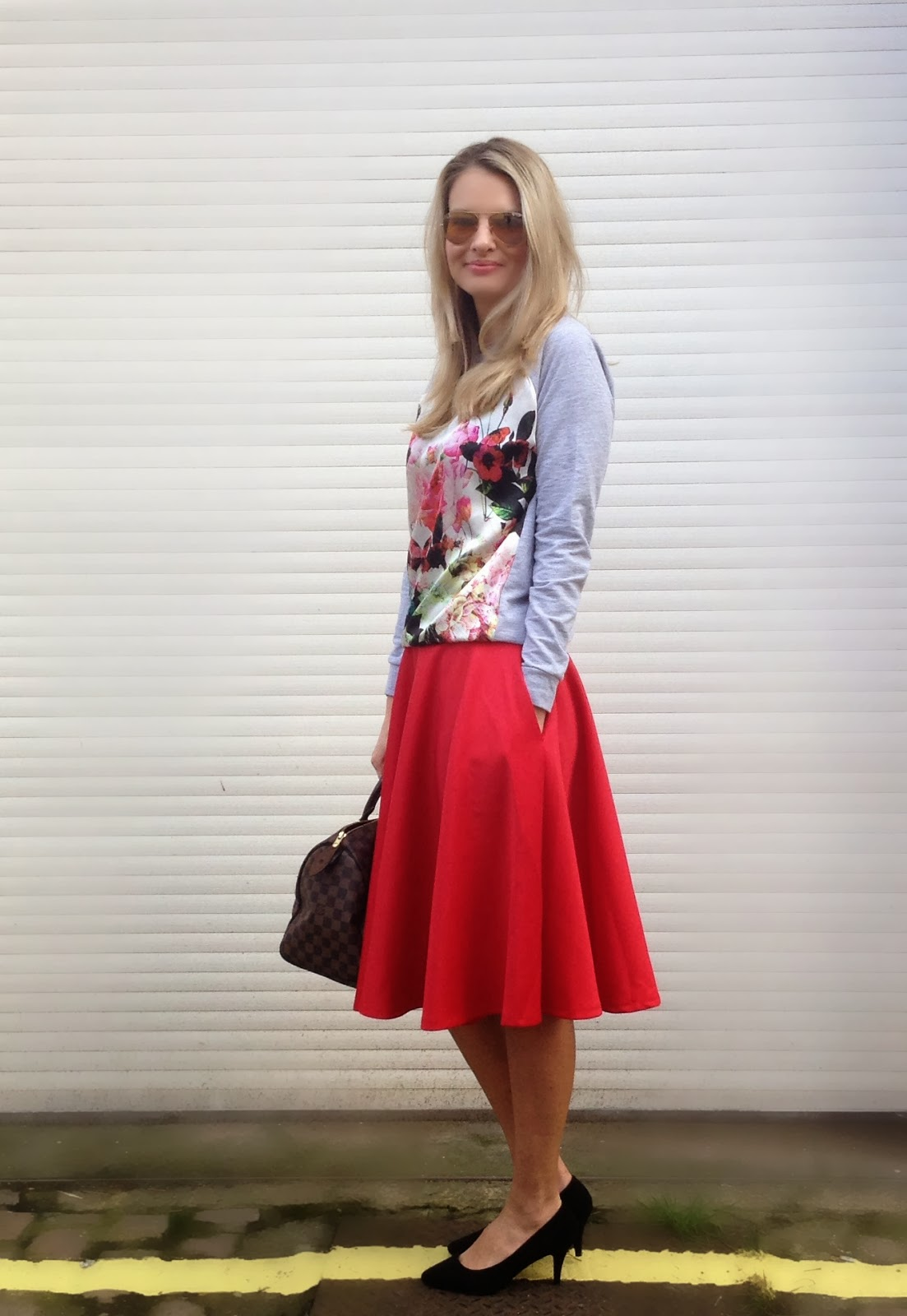 red skirt, scuba skirt, skirt with pockets, red scuba skirt, red midi skirt, flower top, flower print top, spring trend, floral prints, street style
