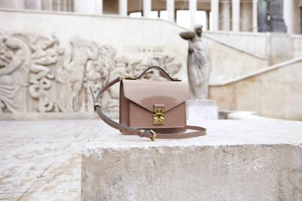 Louis Vuitton 2013 El Çantaları yenikadinmodasi.blogspot.com