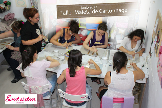 Taller Maleta de Cartonnage con Ada en Sweet sixteen, craft store. Madrid.