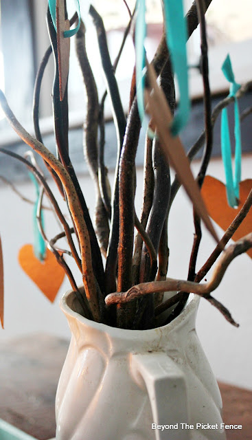 centerpiece, twigs, curly willow, natural decor, http://bec4-beyondthepicketfence.blogspot.com/2016/01/how-to-make-centerpiece.html