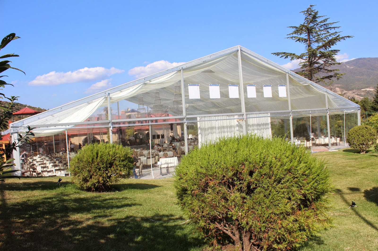 The great idea of making the marquee tent totally transparent makes your outdoor weddingbackyard events unique and attractive. & Shelter Tents: Transparent Wedding Tent makes your wedding ...