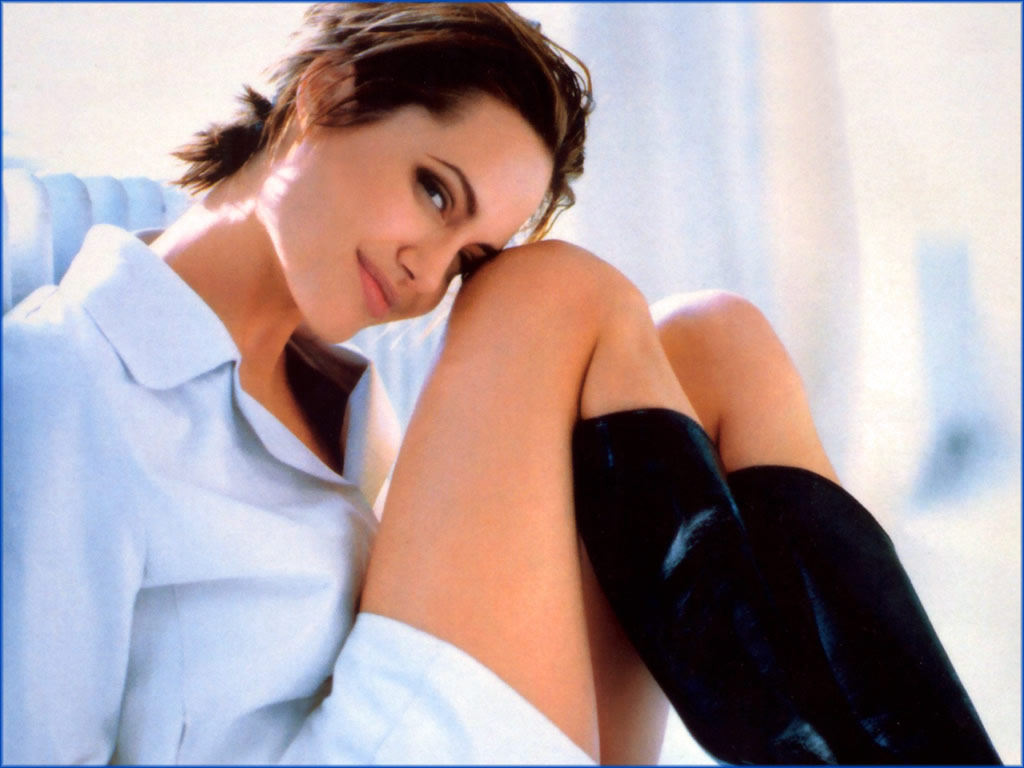 http://2.bp.blogspot.com/-6NHED04yEh0/T65xjzT_r2I/AAAAAAAAFcM/62pfPPK3g44/s1600/angelina-jolie-wallpaper-004-1024gt.jpg