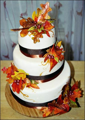 Amy 39 s daily dose top 10 fall wedding cakes on pinterest for Autumn cake decoration