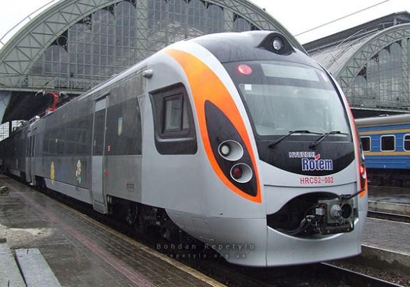 Uno de los trenes eléctricos fabricados por Hyundai Rotem en Ucrania-cochabandido-blog