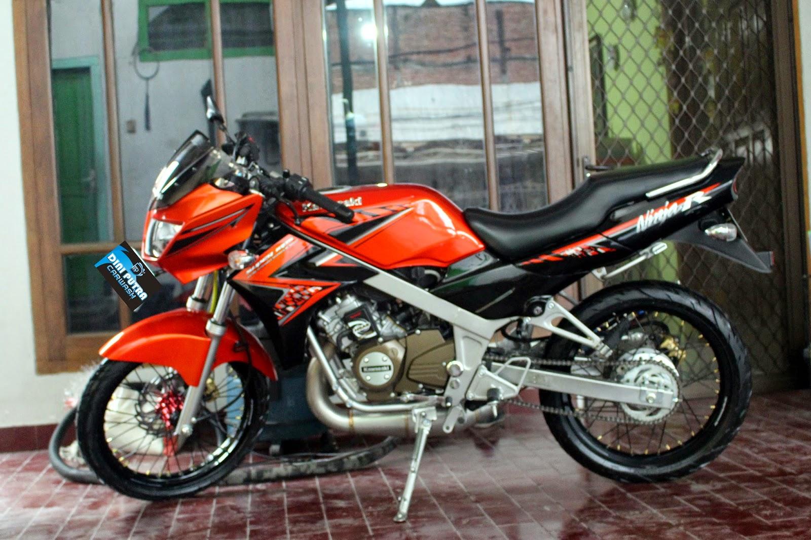 Kawasaki Ninja 150R Detailing Project Dini Putra carwash ngronggo Kediri