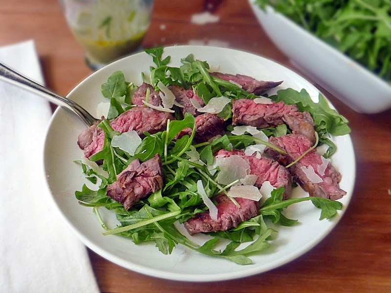 Grilled Steak with Arugula Salad | by Life Tastes Good is a healthy and delicious low-carb meal #LowCarb #Healthy #SkirtSteak