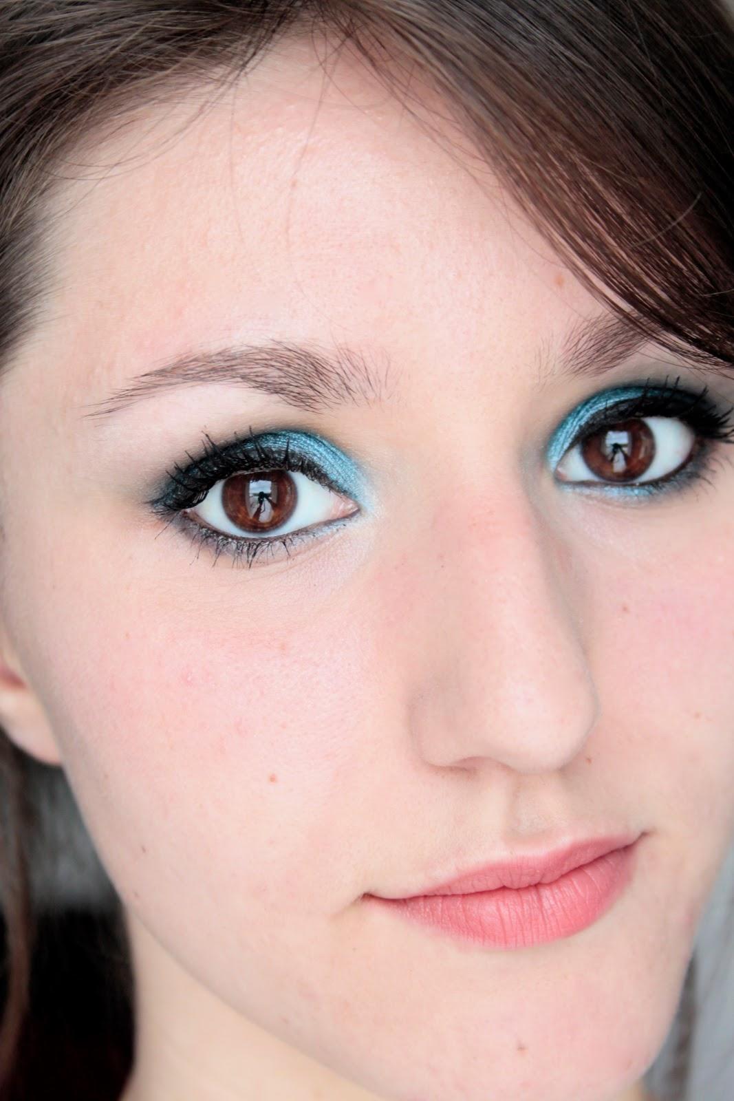 Mes yeux bleus m diterran ens c line urban lipstick - Yeux bleu fonce ...