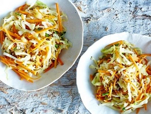 Ensalada de manzana, col y zanahoria