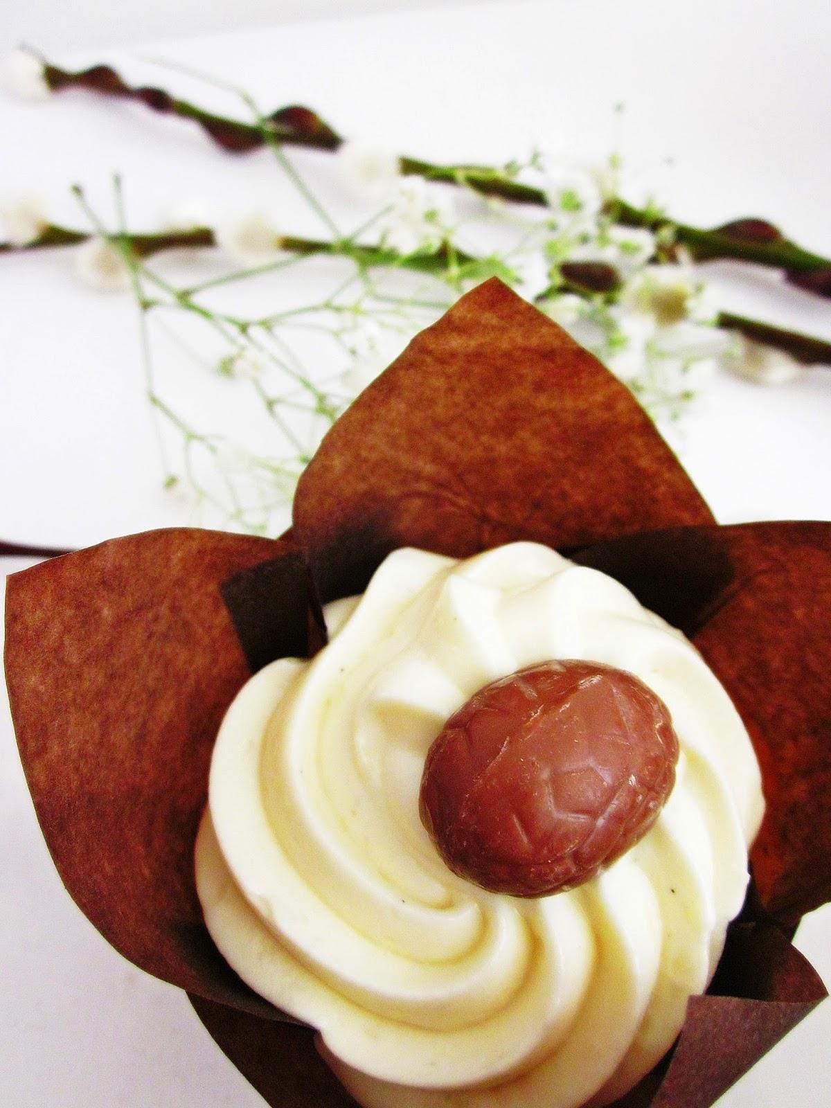 ein hoch auf die sonne oder karotten kokos cupcakes julia bakes. Black Bedroom Furniture Sets. Home Design Ideas
