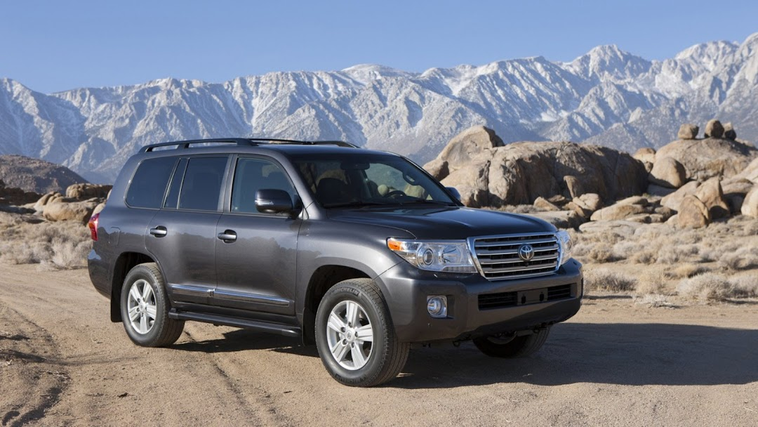 2013 Toyota Land Cruiser HD Wallpaper 3