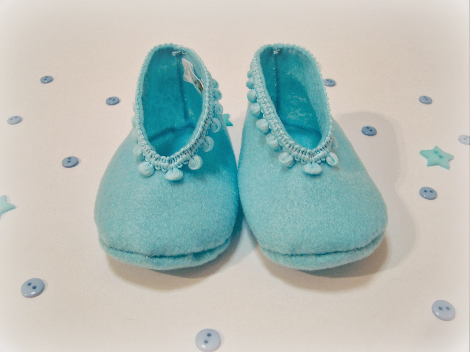 http://bonitoservico-bs.blogspot.pt/2013/09/mini-sapatinhos-mini-shoes.html