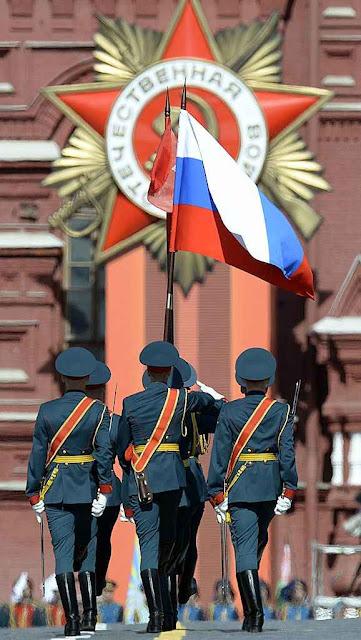 Glorificando o passado soviético, parada em Moscou no 70º Dia da Vitória.